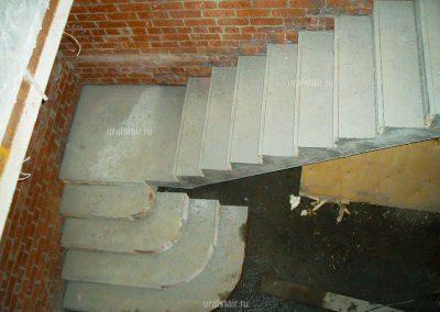 Г-образная монолитная лестница с пригласительными ступенями, г. Невьянск