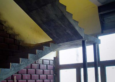 Монолитная лестница с площадкой и доп. опорами, Арамиль, Уралтермопласт