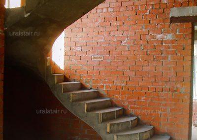 """Монолитная лестница, к/п """"Брусника"""""""