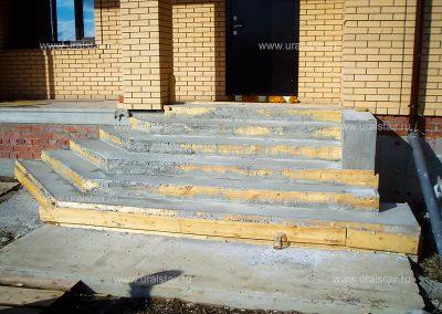Фасадная монолитная лестница