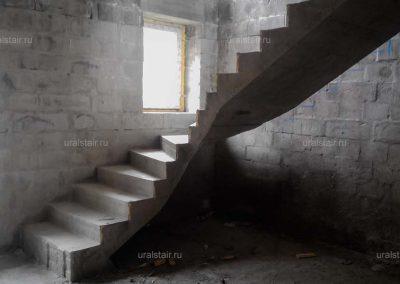 Забежная лестница с поворотом на 90 градусов, п. Палкинский Торфяник