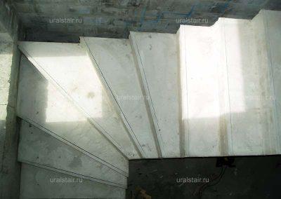Г-образная монолитная лестница