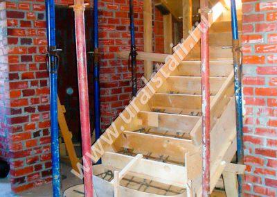 Опалубка под лестницу и монолитный участок перекрытия
