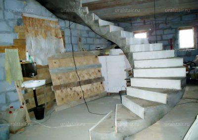 Винтовая монолитная лестница