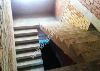 Бетонная лестница с площадкой