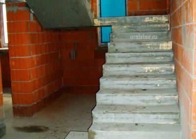 Бетонная лестница с площадкой и пригласительной ступенью, г. Верхняя Пышма