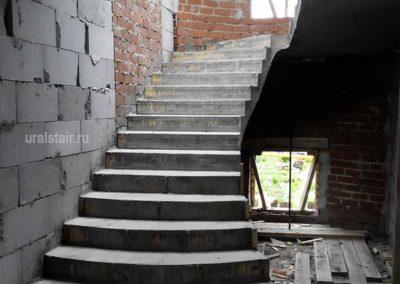 Монолитная лестница с площадкой и расширениями, Екатеринбург