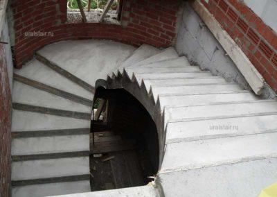 Бетонная лестница с забежными ступенями и площадкой, Екатеринбург